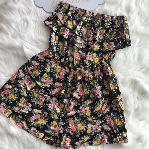 Between me&you/strapless ruffle floral romper Sz M